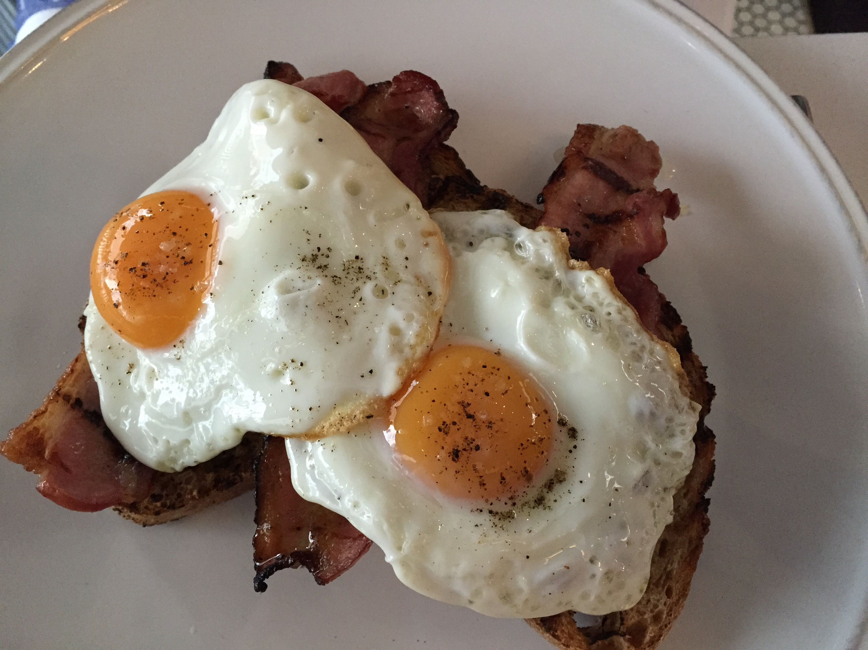 Bacon & eggs, toasted sourdough
