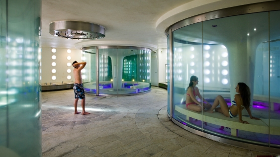 Thermae Bath Spa, image (C) copyright by Robert Slade 07890 564889